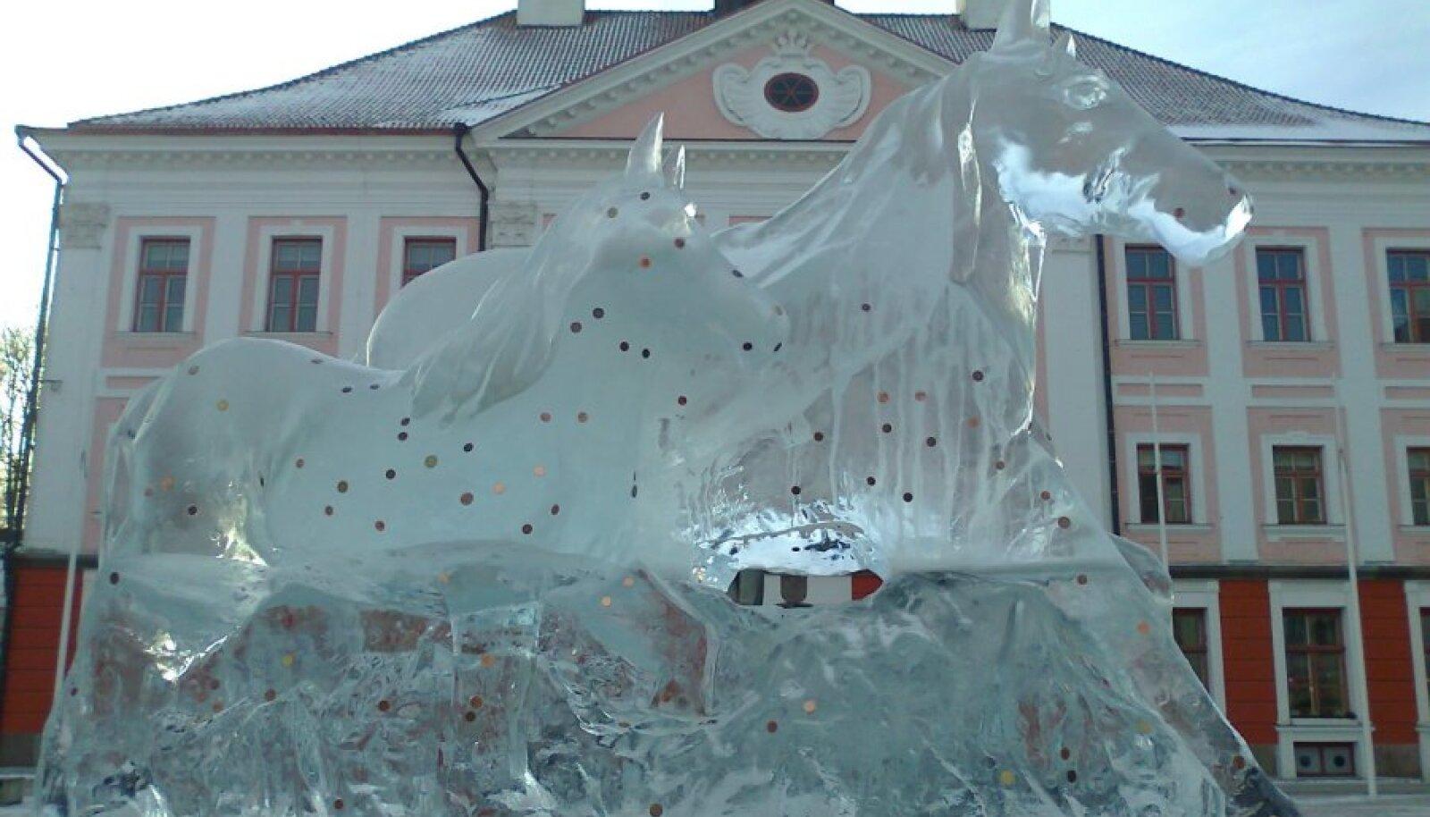 Jääskulptuur Tartu Raekoja platsil