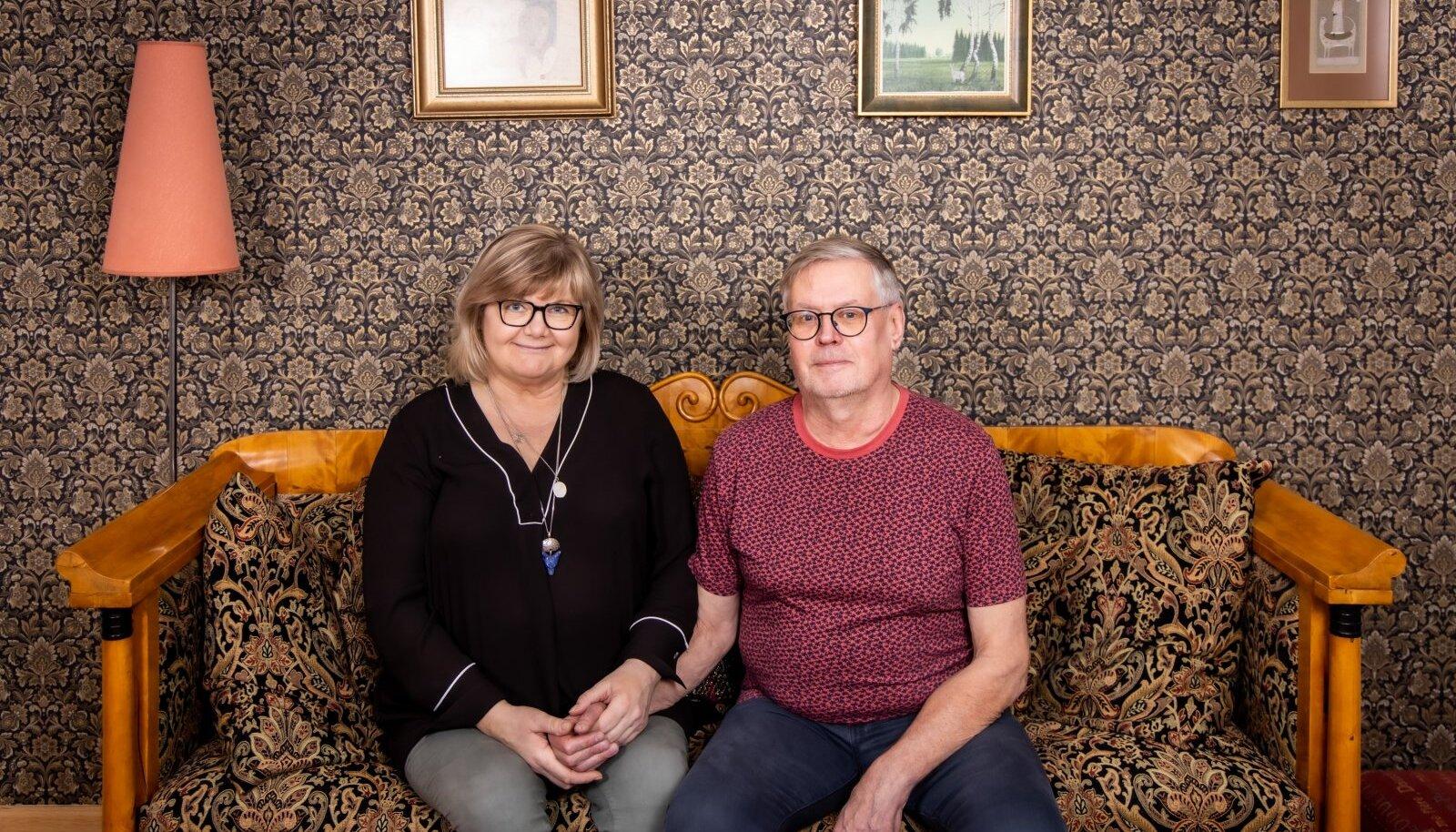 ÕNNELIK PAAR Lavastaja Gerda Kordemets ja ajakirjanik Jaanus Kulli, kes kaks aastat tagasi võtsid vastu otsuse, et tahavad elada linnamelu keskel miljööväärtuslikus kodus, ning tegid selle teoks.