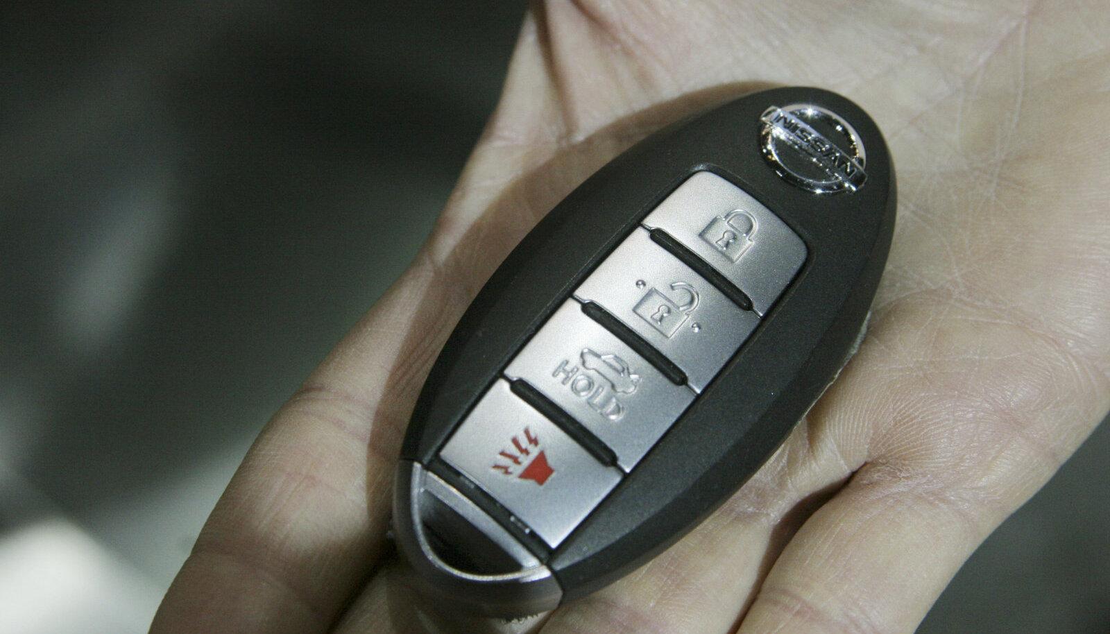 """Nissani autovõti, mis võimaldab ka """"võtmevaba"""" avamist ja käivitamist"""