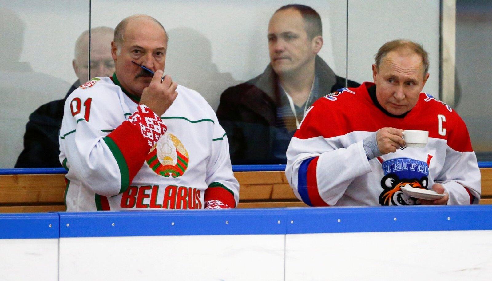 SÕBRAD, MÖÖNDUSTEGA: Venemaa toetab talle sõbralikes riikides võimul olevaid riigipäid seni, kuni see Venemaale sobib. Lukašenka kahepalgelisusest on Putin tänaseks tüdimas ja seetõttu kaotab Valgevene president tõenäoliselt varsti võimu. Läänel pole neis mängudes aga mingit võimu.
