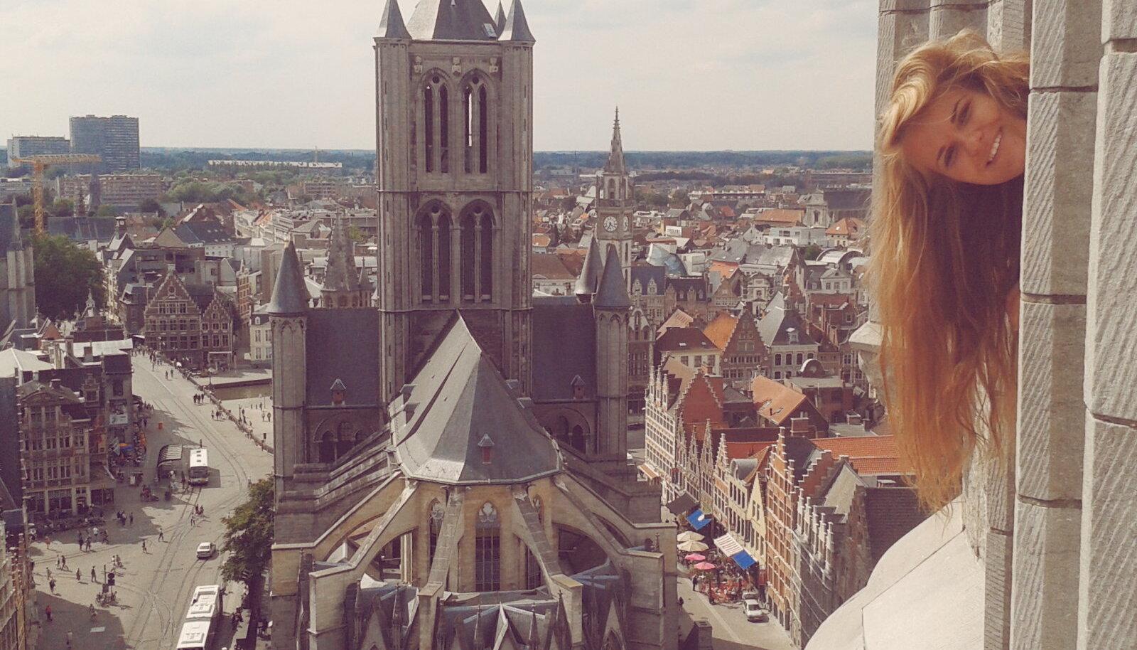 Püha Bavo nimelise katoliku gooti katedraali 89-meetri kõrgusest tornist avanes muinasjutulisele Genti linnale lummav vaade.