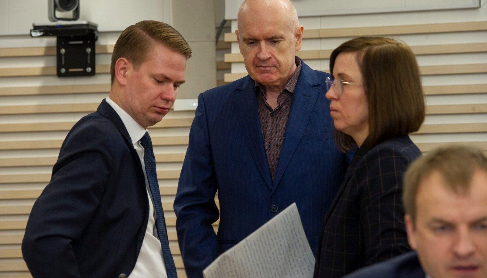 Oliver Nääs (vasakul) puutus kohtuistungitel tunnistajate ütluse avaldamise keelu kehtestamisega kokku ka Hubert Hirve kaitsjana. Tolles protsessis nõudis seda riigiprokurör.