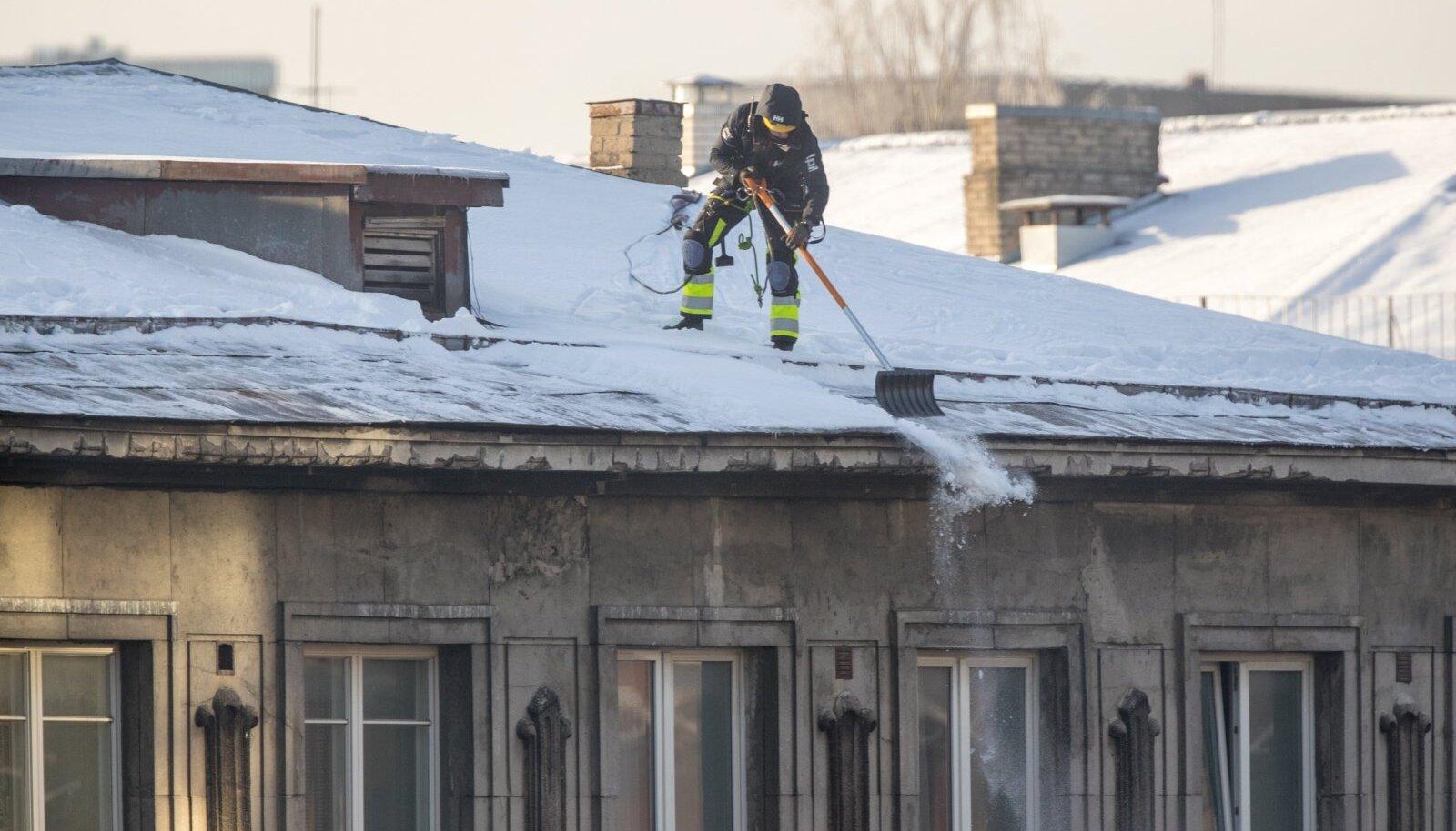 Katuselt lund lükates tuleb järgida ohutust!