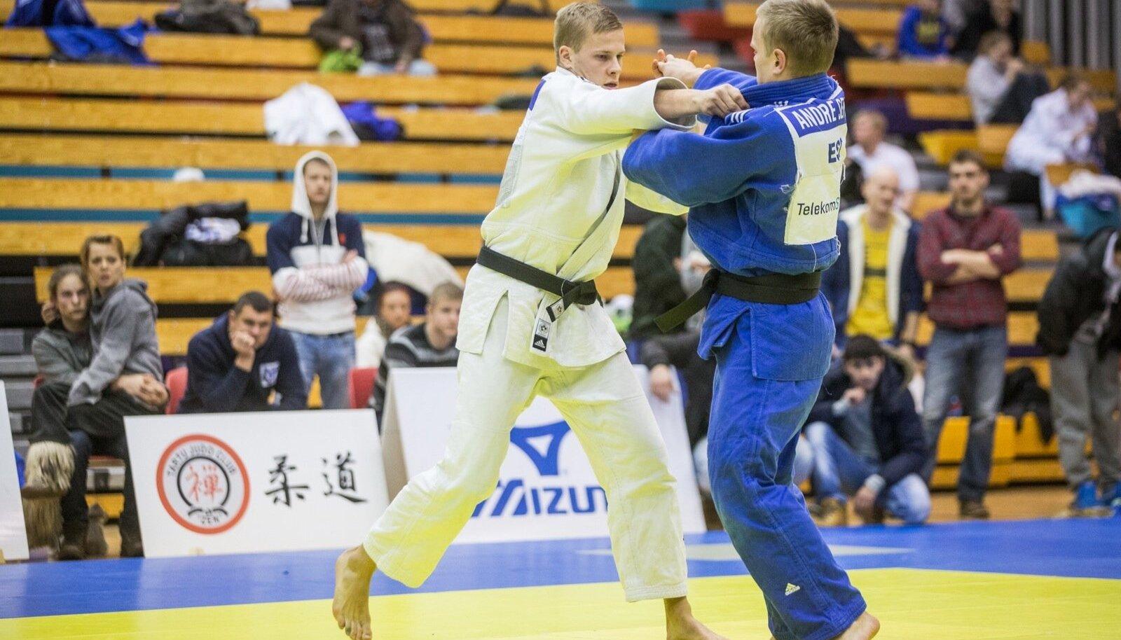 Andre Seppa (sinises kimonos) Eesti meistrivõistlustel