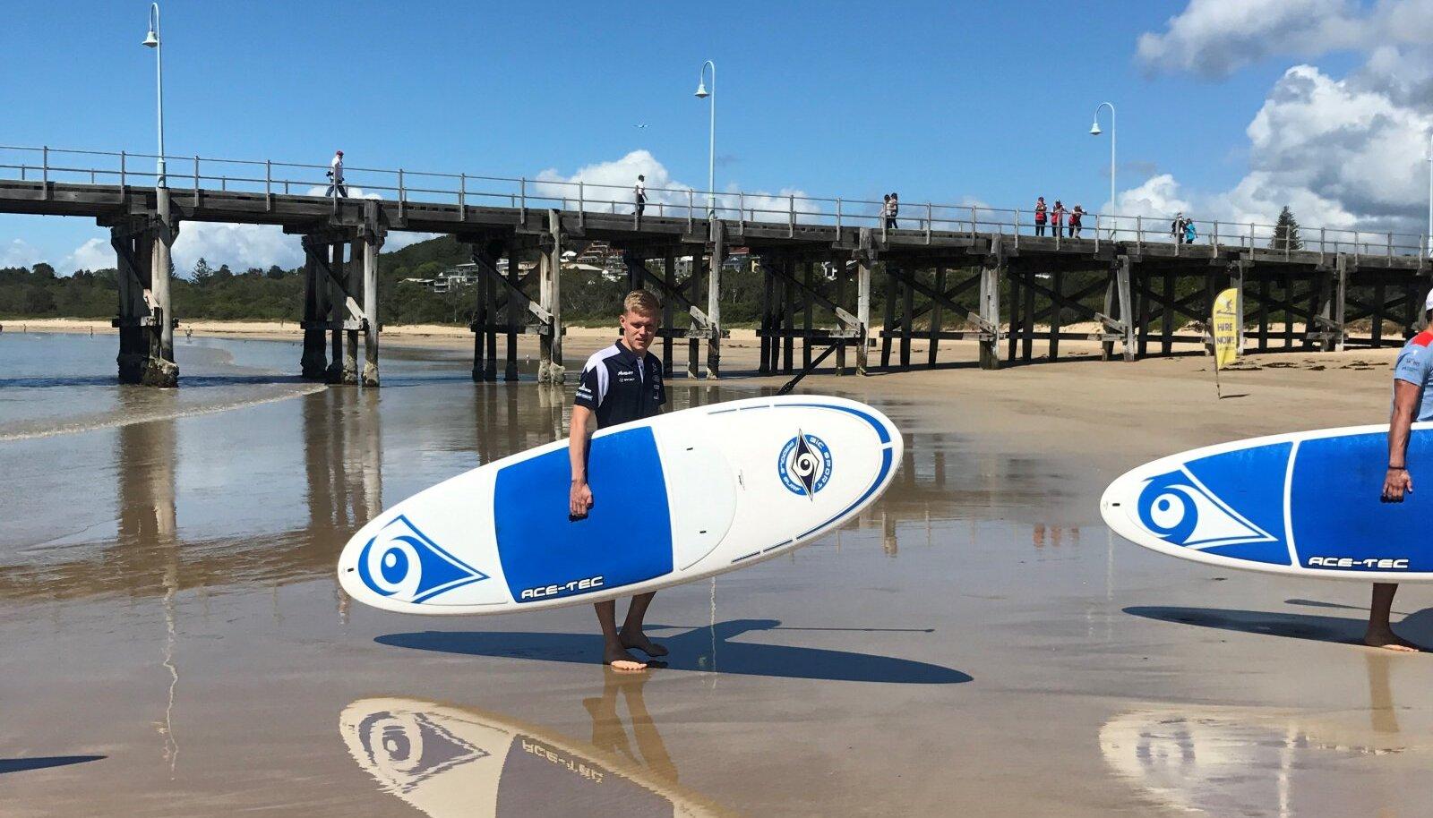 Ott Tänak Austraalias surfamas.
