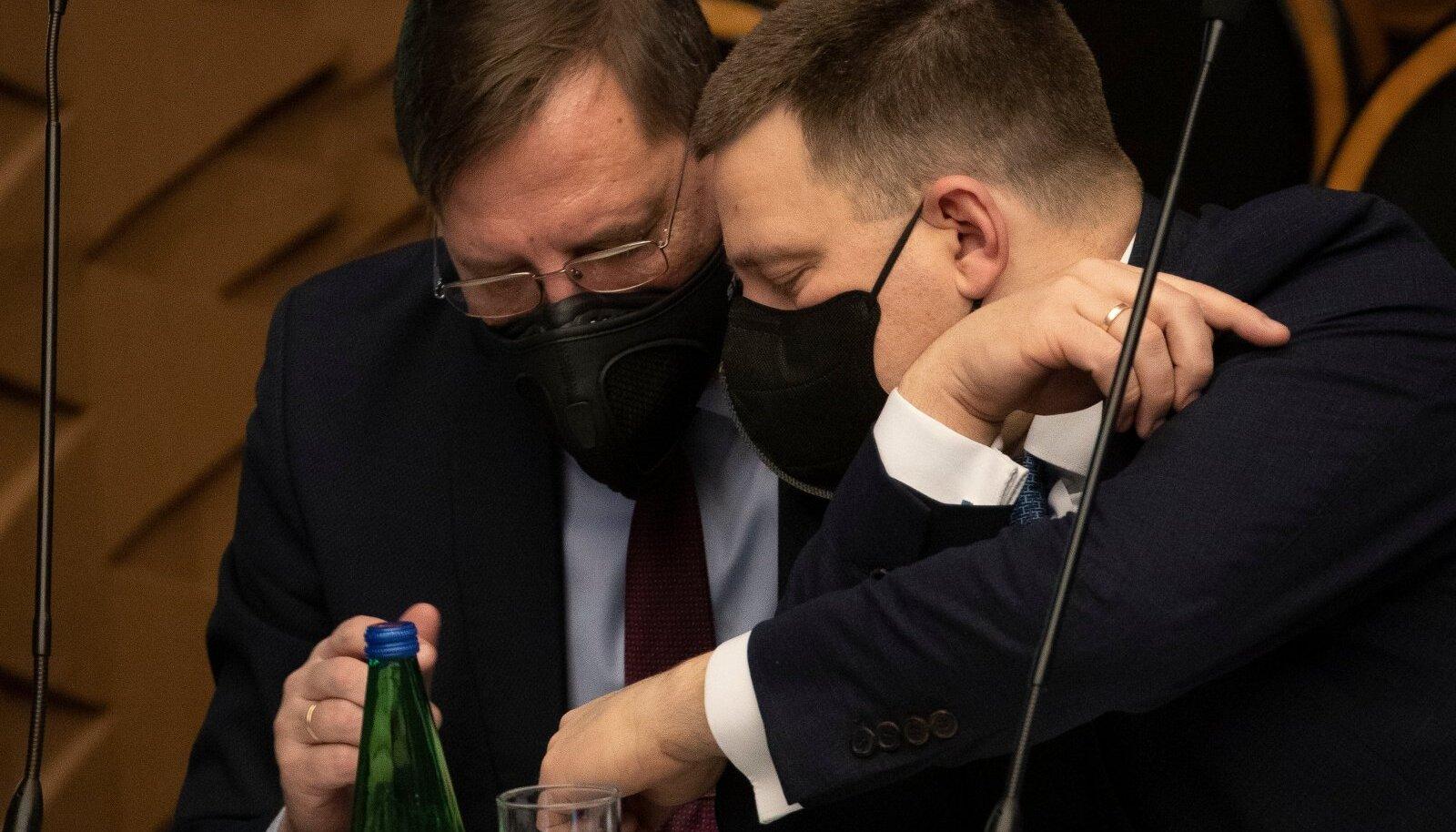 Majandus- ja taristuminister Taavi Aas (vasakul) ja peaminister Jüri Ratas (paremal)