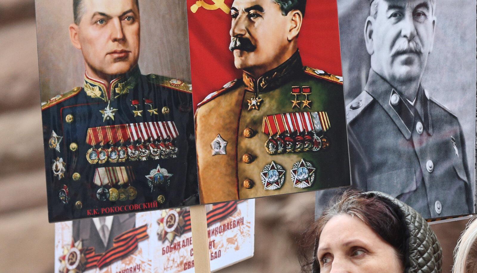 Портреты Иосифа Сталина на демонстрации в честь 75-летия Победы во Второй мировой войне