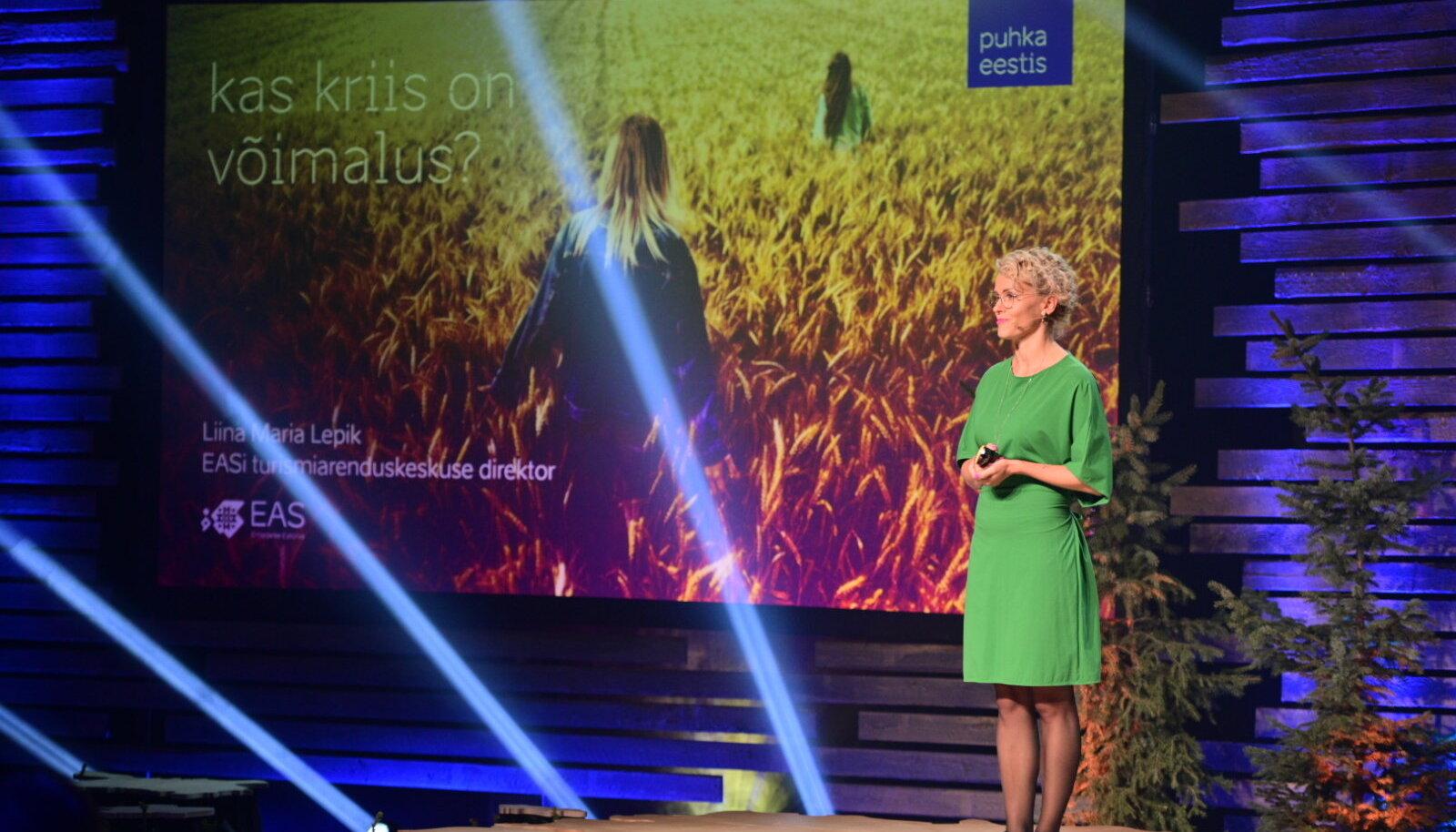 Liina Maria Lepik konverentsil ettekannet tegemas