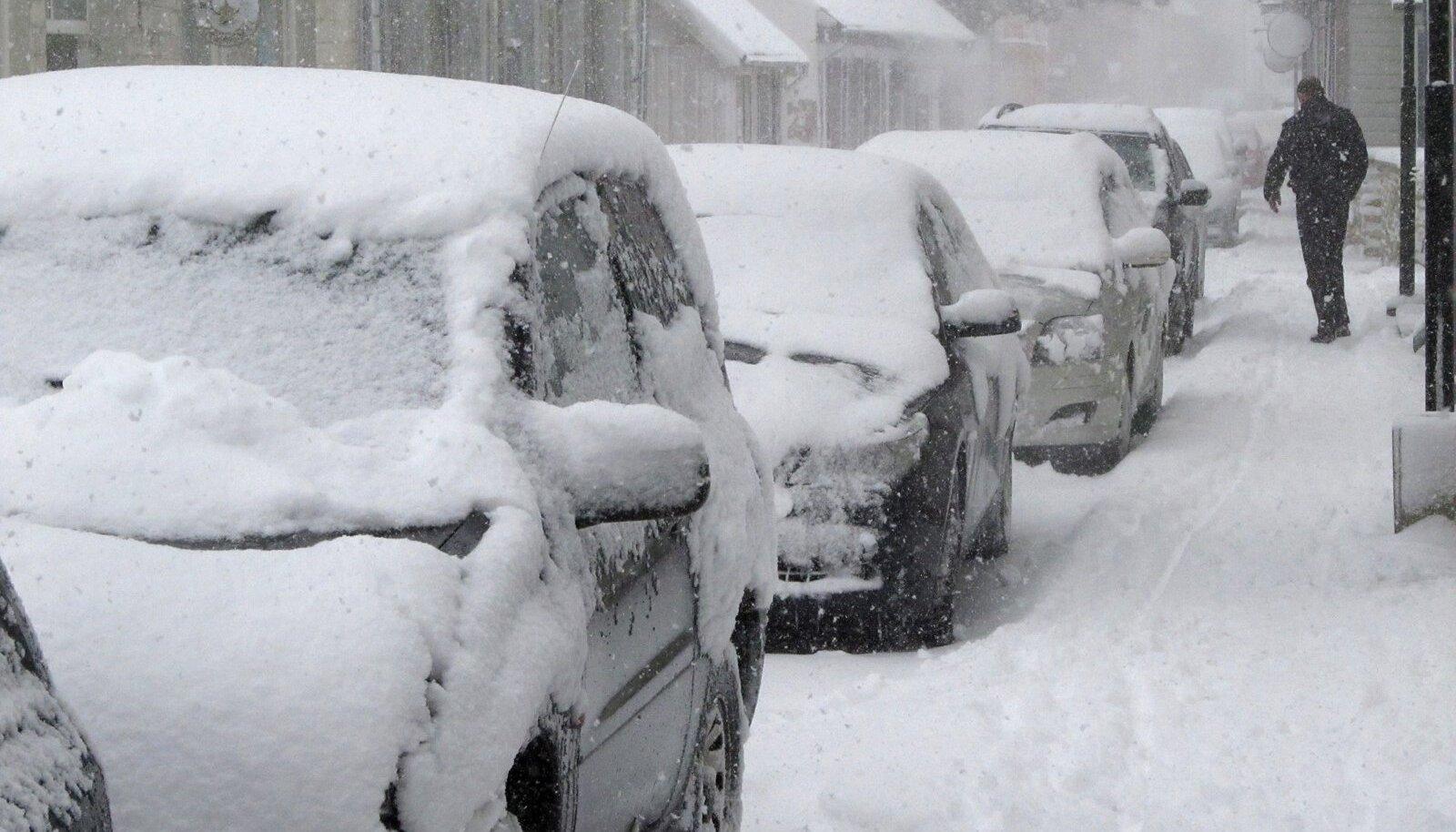Saaremaal sadas maha paks lumi