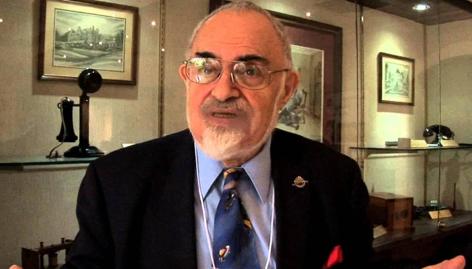 Tuumafüüsik, autor ja ufo-uurija Stanton T. Friedman on veendunud, et tulnukad on Maad külastanud