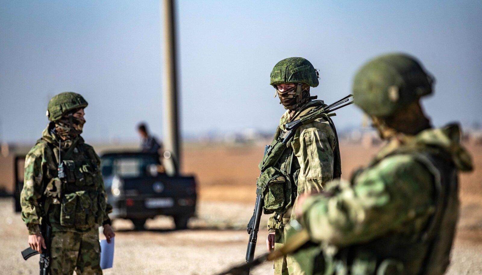 Eraldusmärkideta Vene sõdurid tänavu Süürias. Vene inimõiguslaste sõnul tegutsevad palgasõdurid karistamatult.