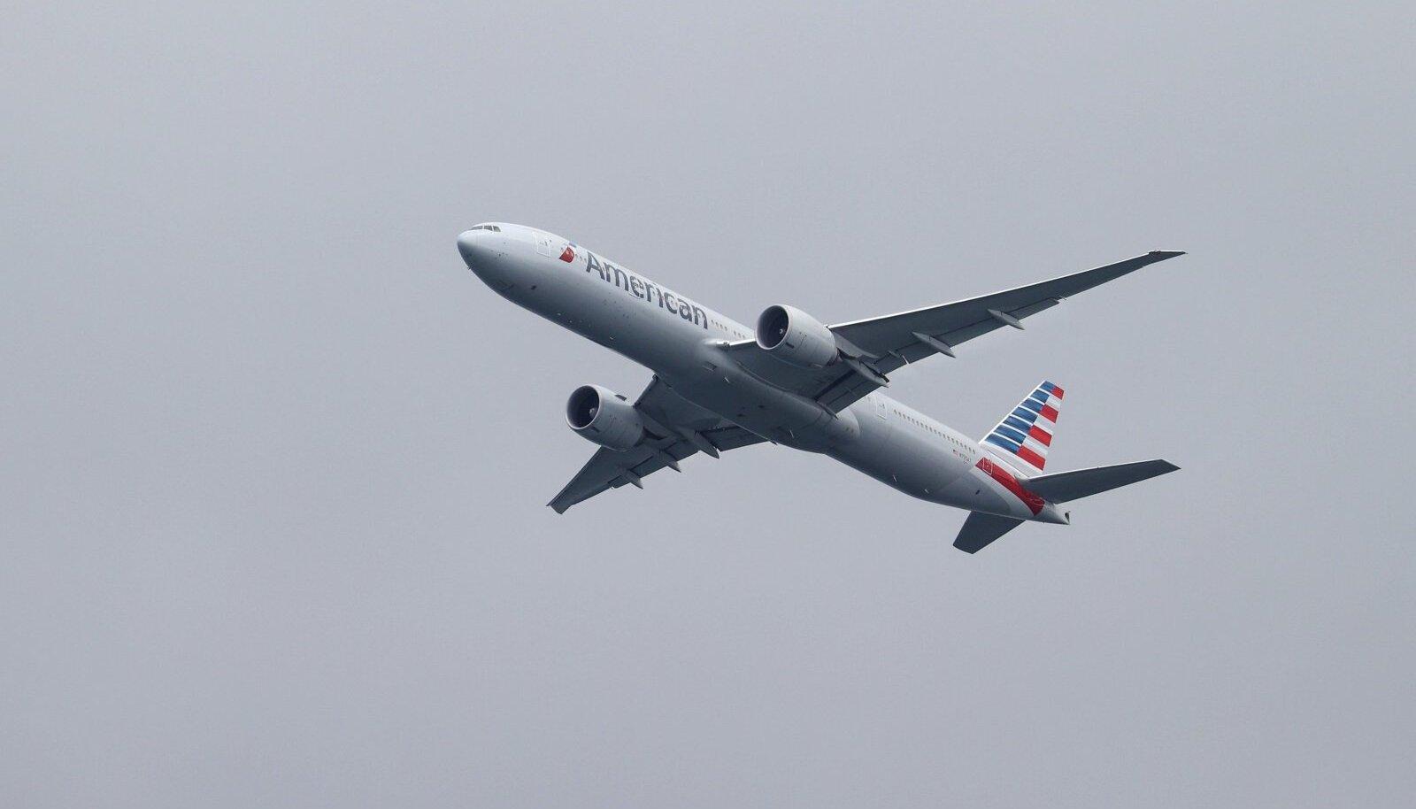 American Airlines lennuk tõuseb õhku Sidney lennujaamast