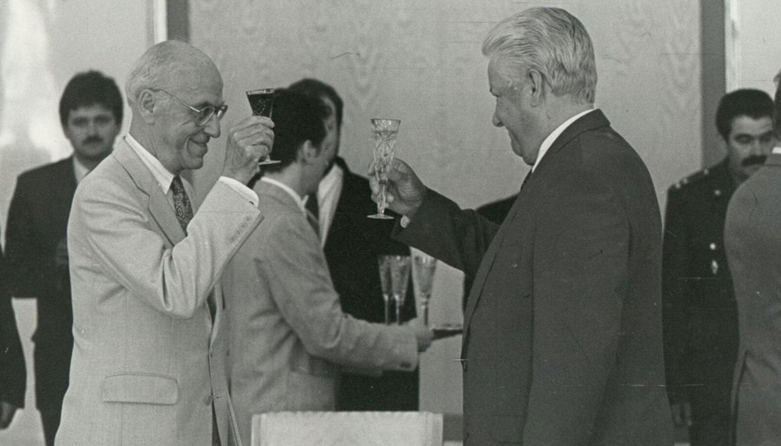 President Lennart Meri ja Boriss Jeltsin tähistamas juulilepingute sõlmimist 1994. aastal Foto: EPL arhiiv