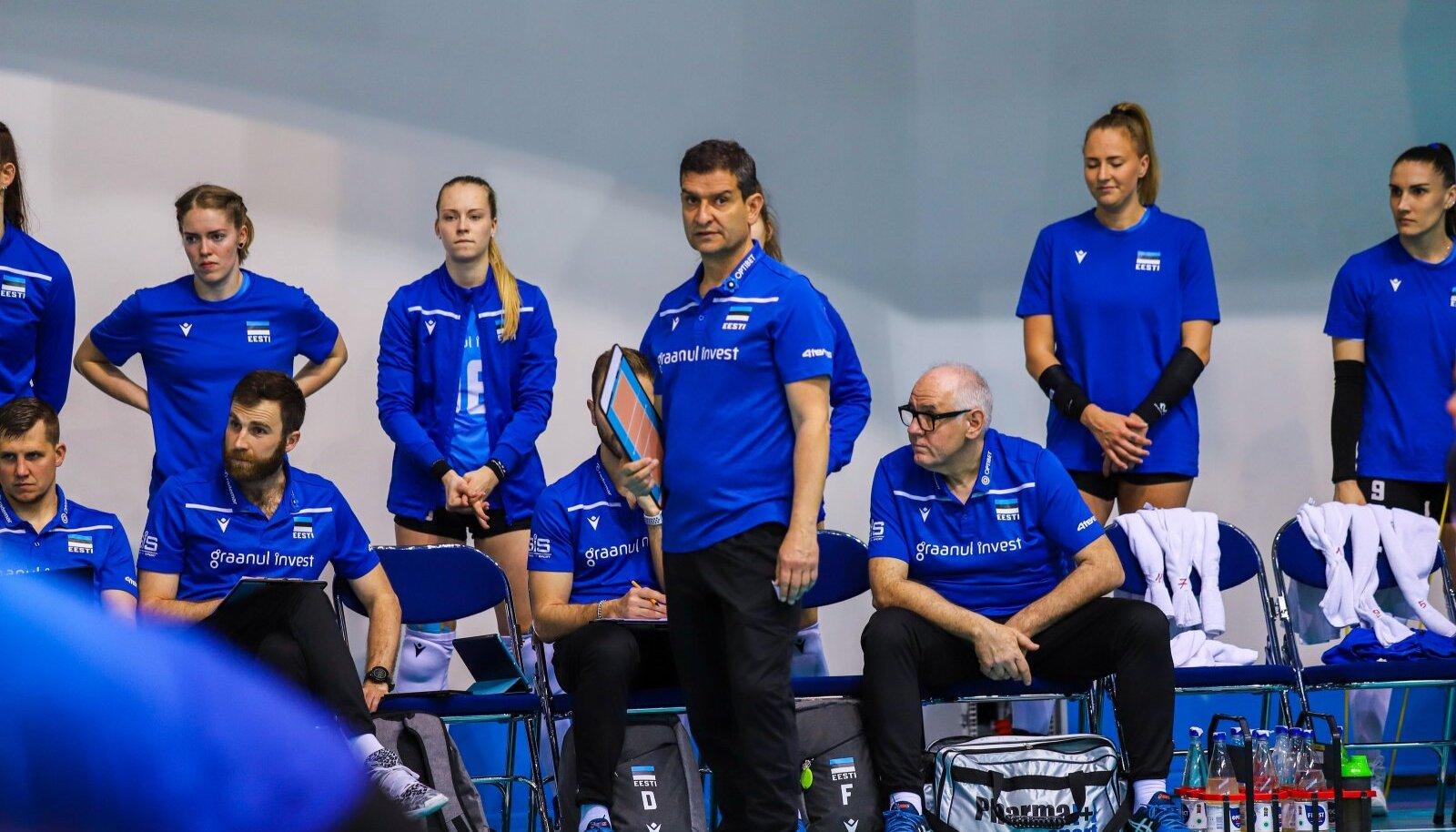 Lorenzo Micelli (keskel) ei suutnud avakatsel Eestit EM-ile viia, kuid usalduskrediiti on tal nii mängijate kui alaliidu silmis.