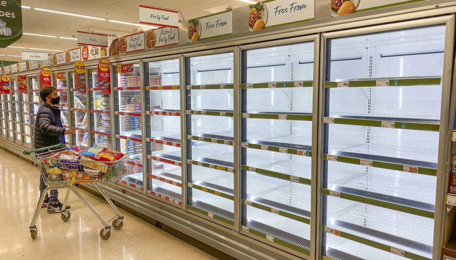 Tühjade letid Edinburghi poes. Tarneraskused kimbutavad limonaadi, piima- ja lihatoodete, aga ka näiteks külmutatud näkside turgu.