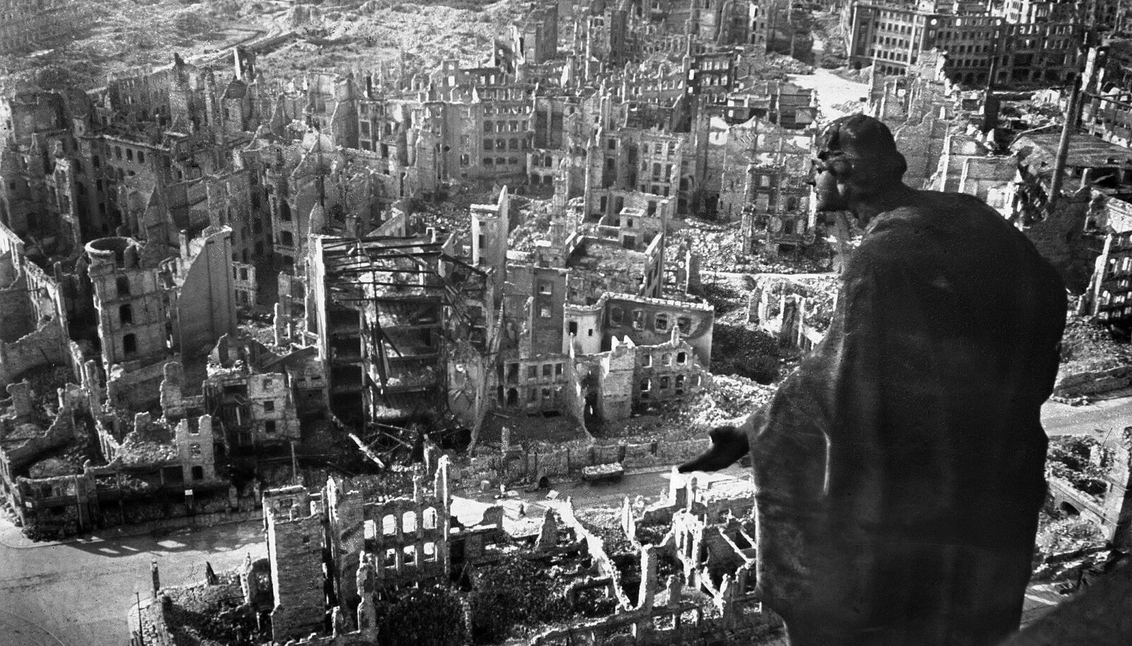 Dresden pärast pommirünnakuid 1945. aastal. Foto: Walter Hahn