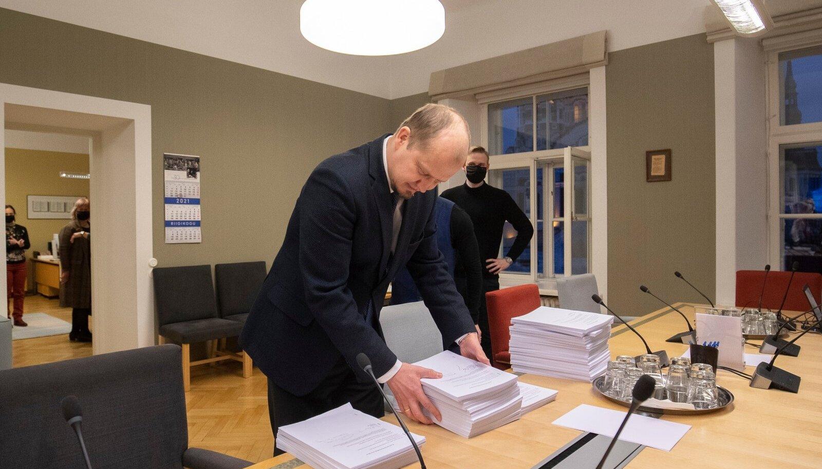 Reformierakonna paberkandjal antud muudatusettepanekud jõuavad täismahus avalikkuse ette tõenäoliselt homsest.