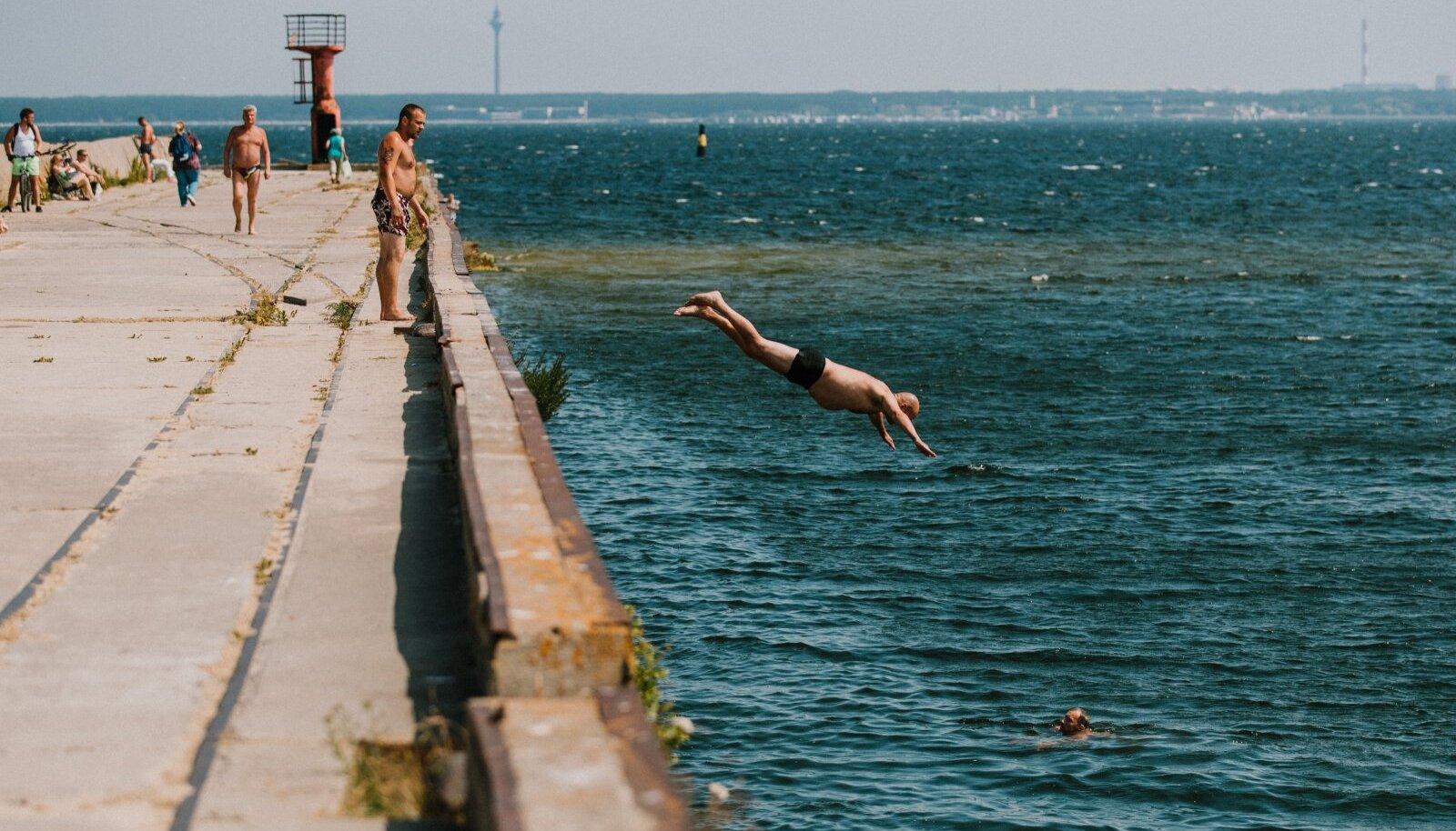 Palavus ja kuumalained kimbutavad Eestiski. Mere ääres on õnneks võimalik end jahutada.