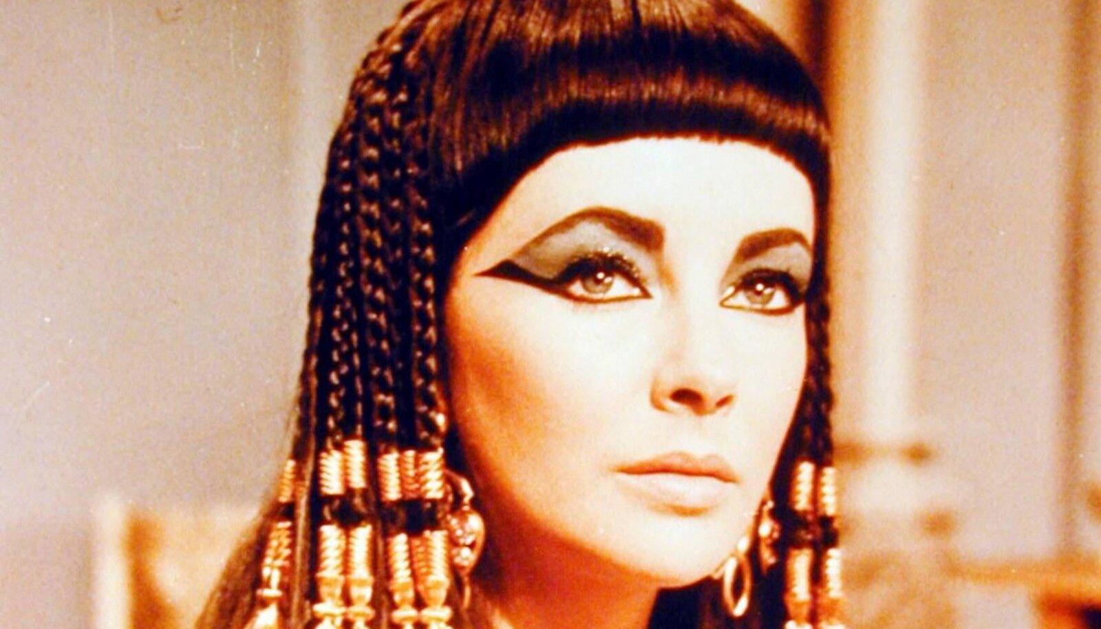 """""""Cleopatra"""" Elizabeth Taylor 1934."""