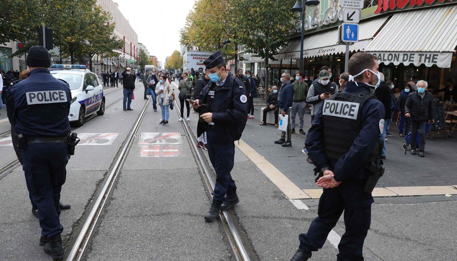 Maskikandmise kohustus ühistranspordis, poodides ja tänavatel on muutunud Prantsusmaal tavaliseks.