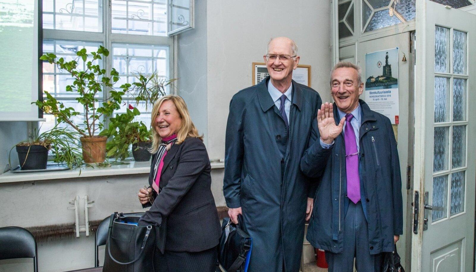 Restaureerimisarhitekt Sylvia Valle (vasakult), Euroopa Investeerimispanga instituudi nõunik Peter Bond ja Europa Nostra asepresident Piet Jaspaert nautisid Eestis veedetud aega, kuid lubasid vajaduse korral valitsuse jaoks ka tüütuks muutuda.
