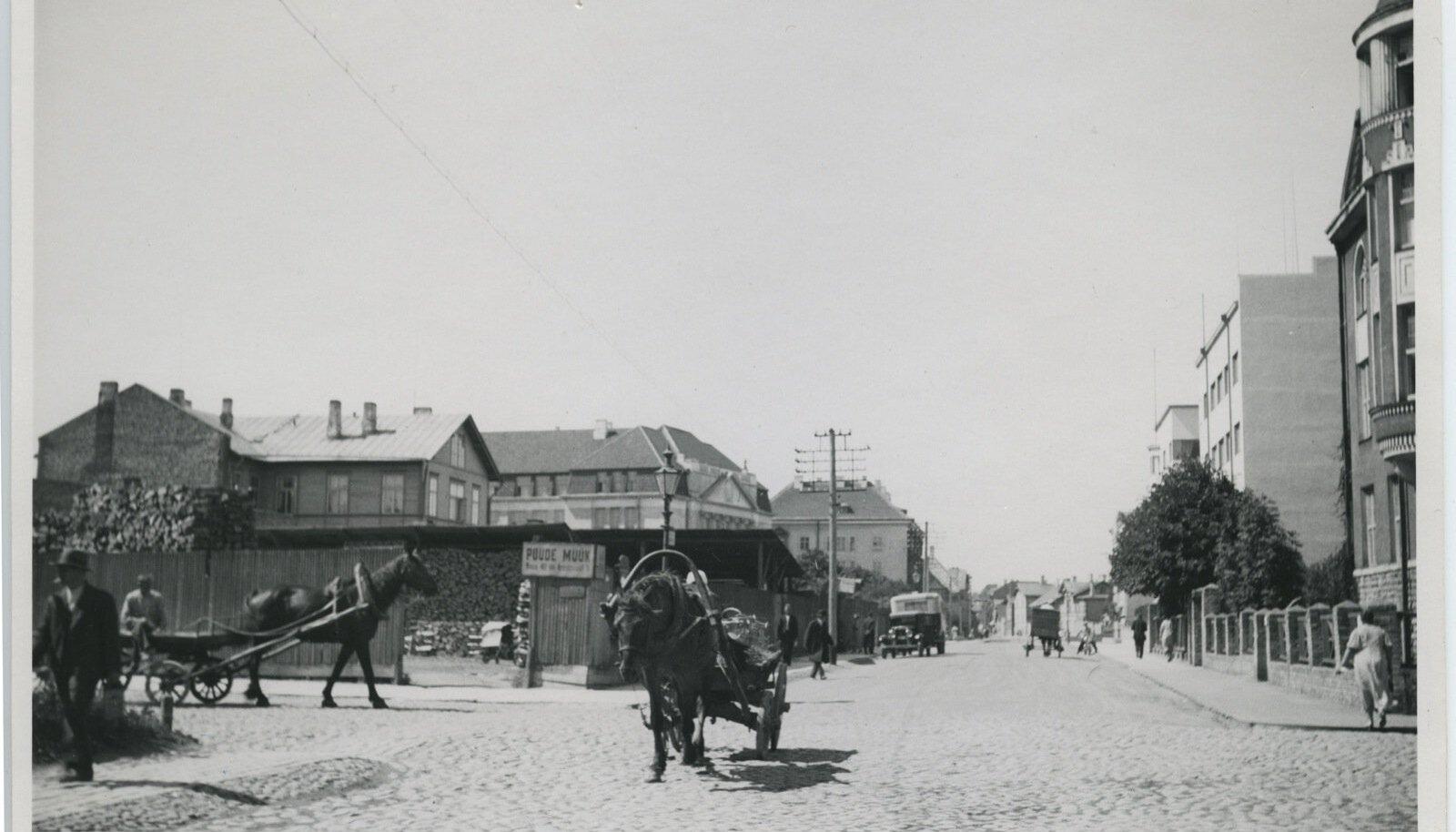 Raua tänav kahe ilmasõja vahelisel ajal.
