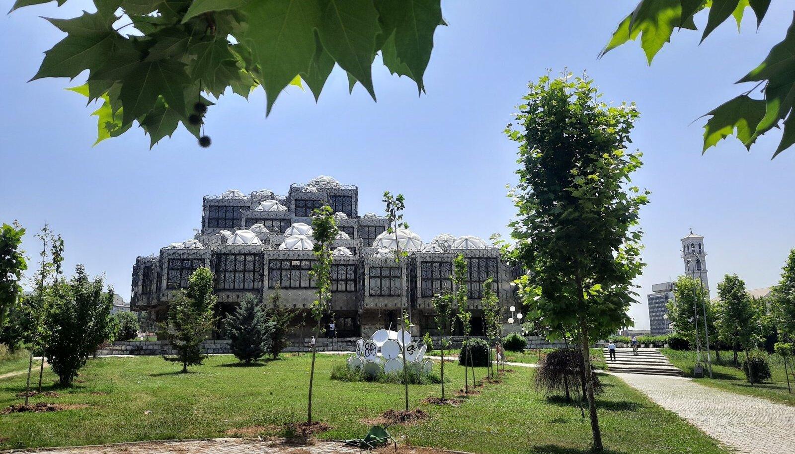 Priština raamatukogu, mis kerkis 1982. aastal. Siin pole ilmselt keskteed: ehitist saad pidada kas kauniks või koledaks.