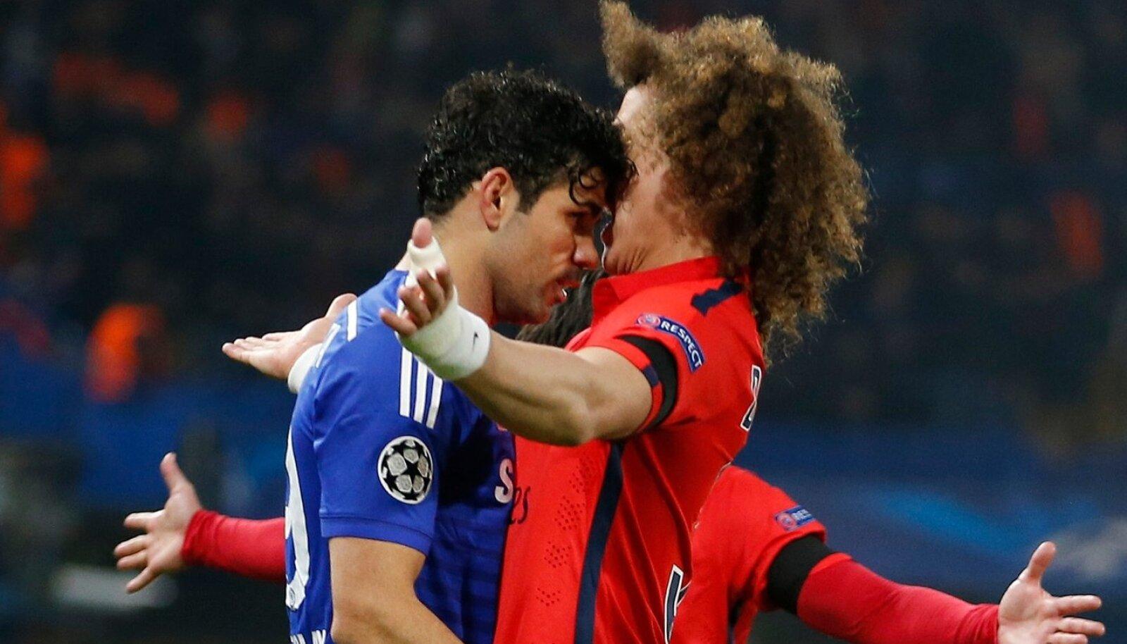 David Luiz (paremal) peab duelle Barcelonaga kõrvalt vaatama.