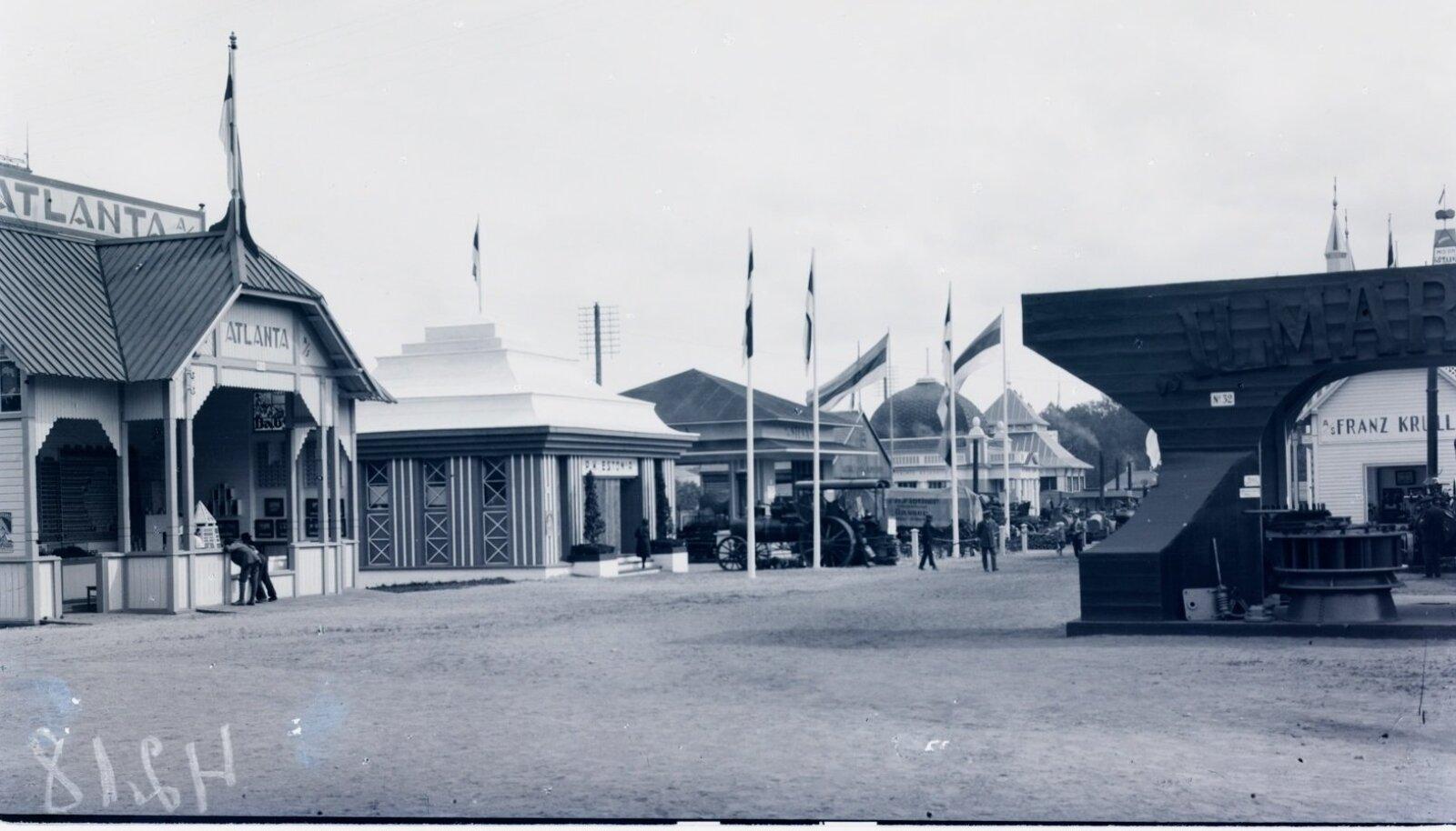 Vaated paviljonidele Eesti tööstuse ja kaubanduse näitusel 1922. aastal.