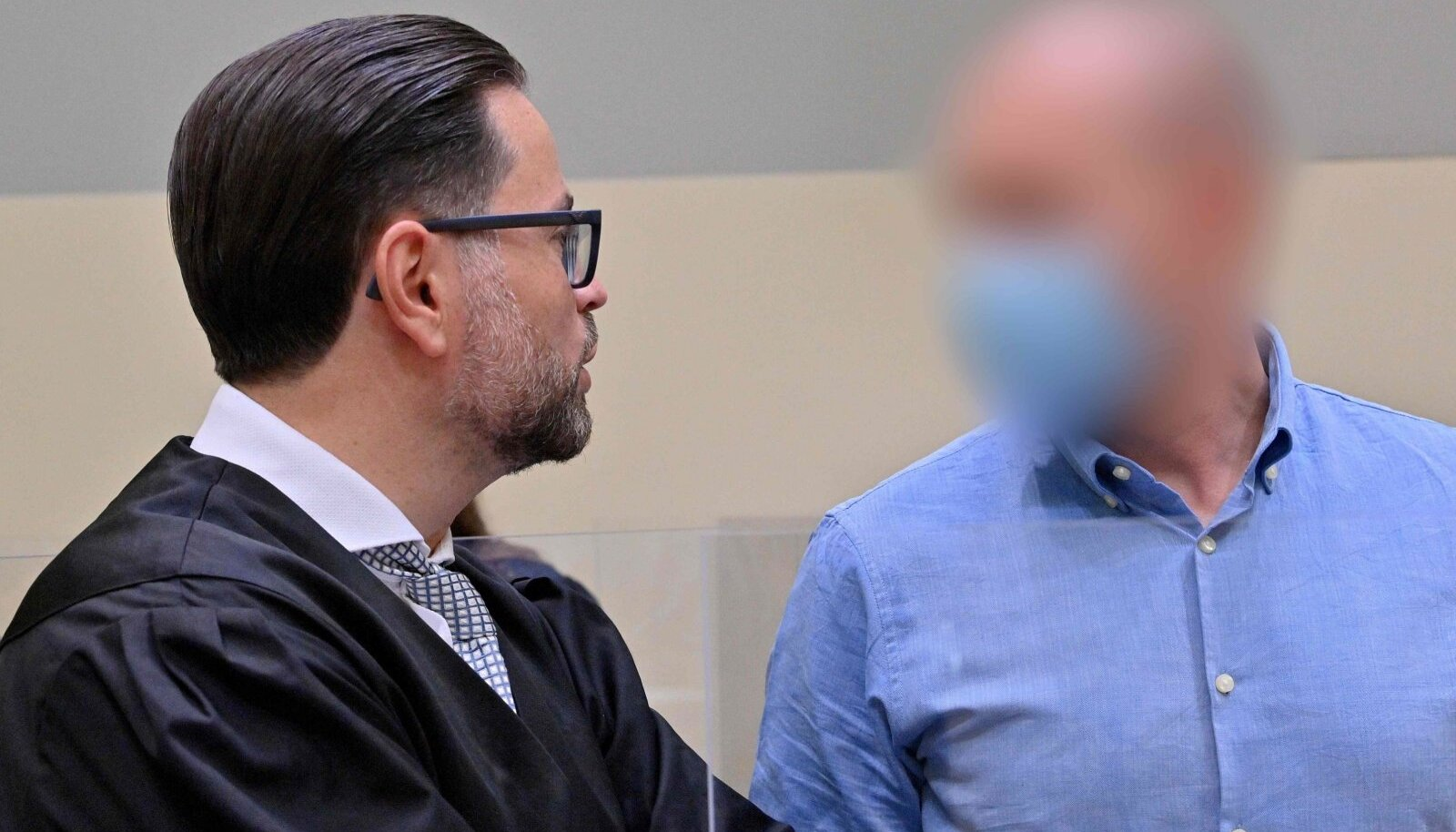 Mark Schmidt (paremal) Münchenis kohtusaalis.
