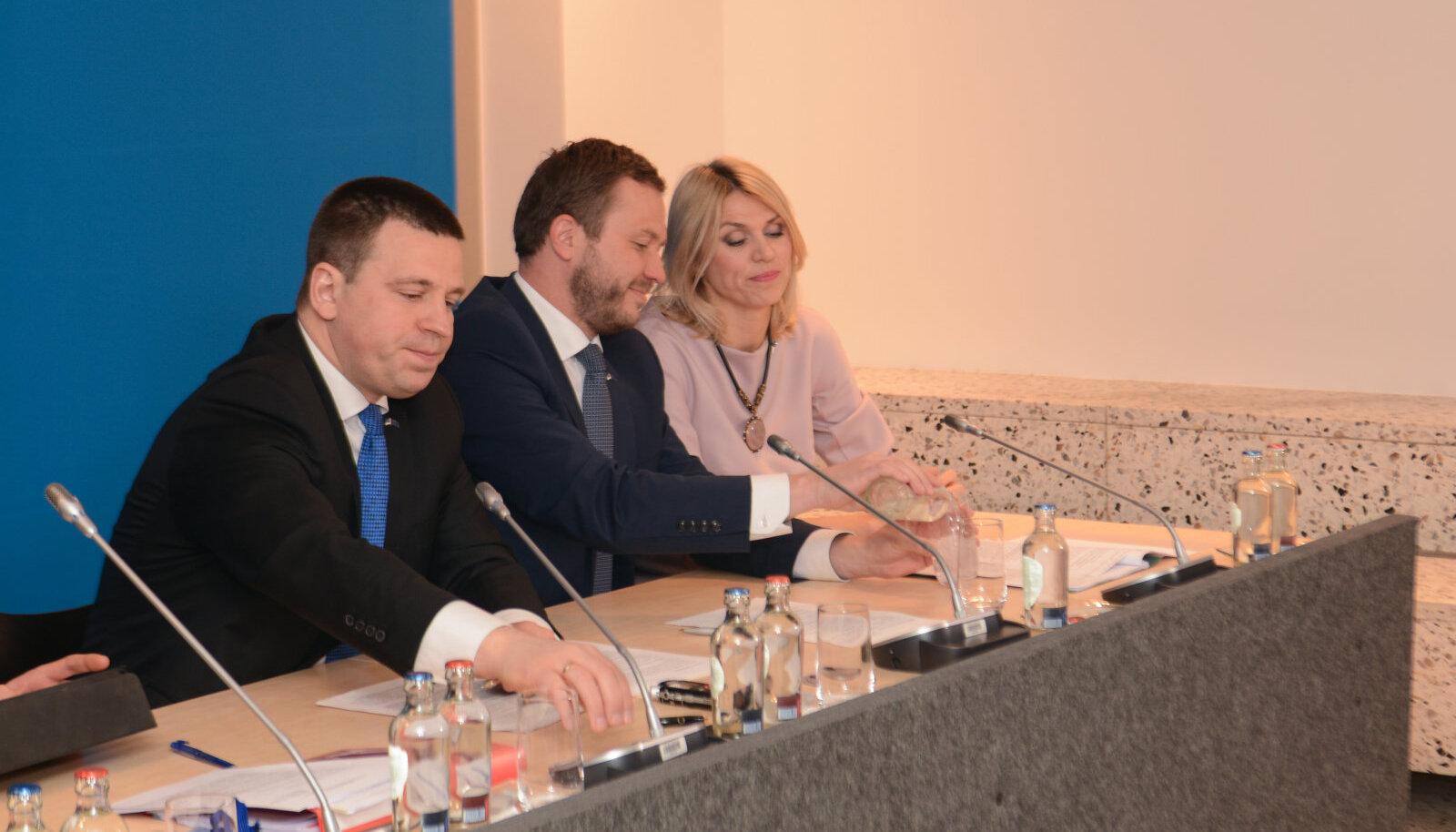 Ministrid möödunud nädalal Brüsselis pressikonverentsil aru andmas.