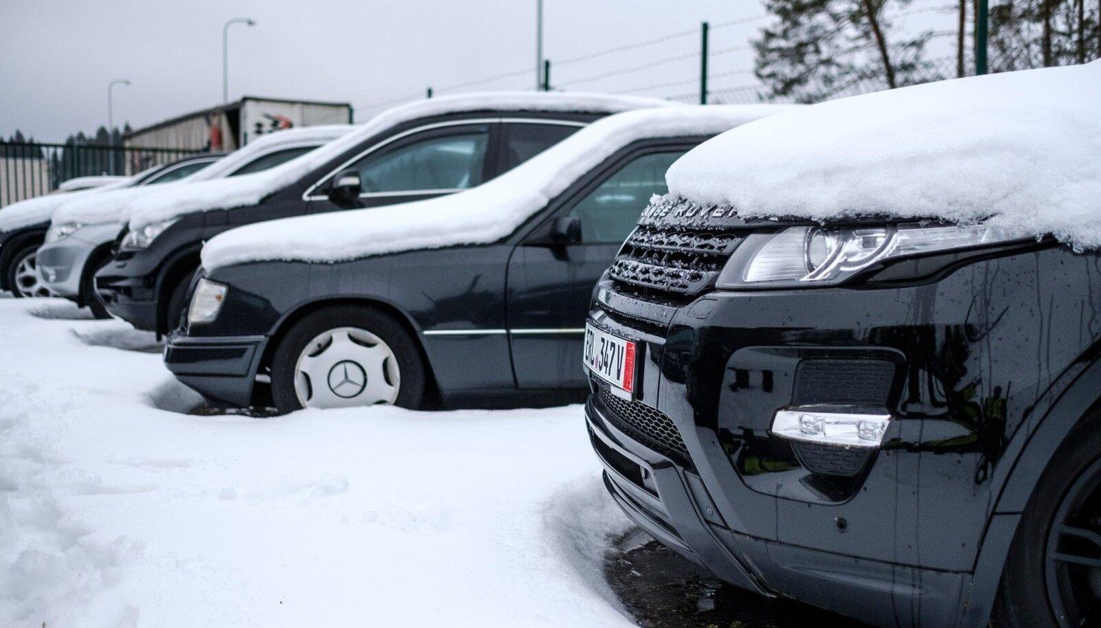 Venemaa tahab, et nende kodanikud sõidaksid Ladade, mitte Range Roveritega. Seepärast jäävad paljud luksusautod Luhamaale, kust nad lõpuks hävitamisele viiakse.