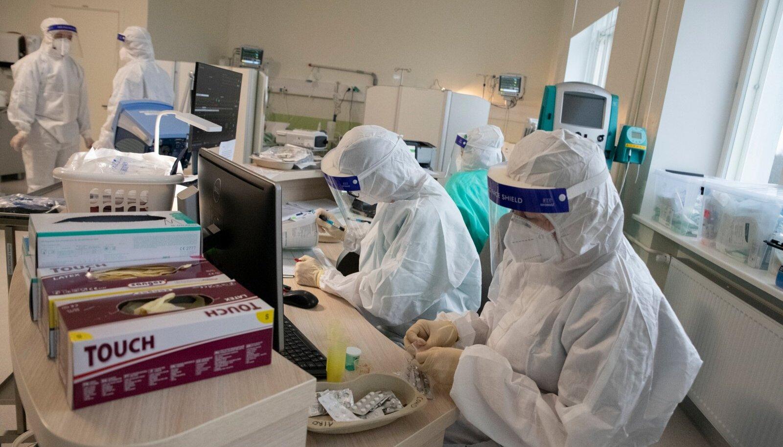 Need on ITK koroonaosakonna töötajad. Nende töö on inimesi ravida ja terveks teha. Nende ülesanne ei ole pista rinda kõige pöörasematele vandenõuteooriatele, mis nende tööd, pädevust, ülesandeid küsimärgi alla paneb