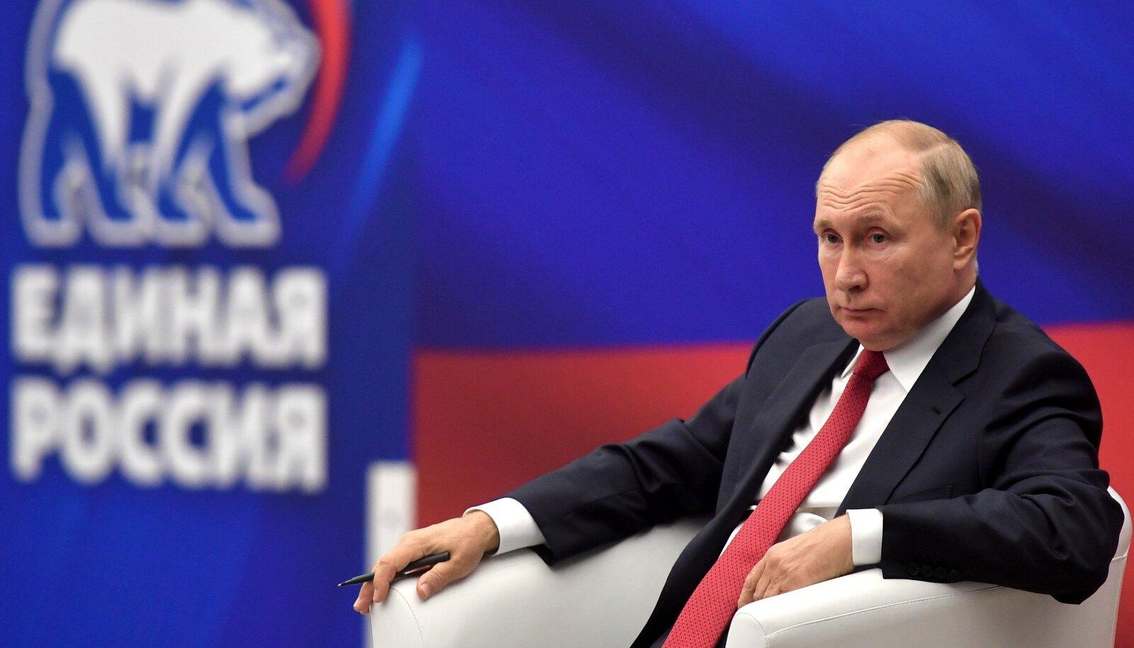 Augusti keskel kohtus president Vladimir Putin Ühtse Venemaa esindajatega. Ehkki Putin on parteiga tihedalt seotud, pole ta selle liikmeks astunud.