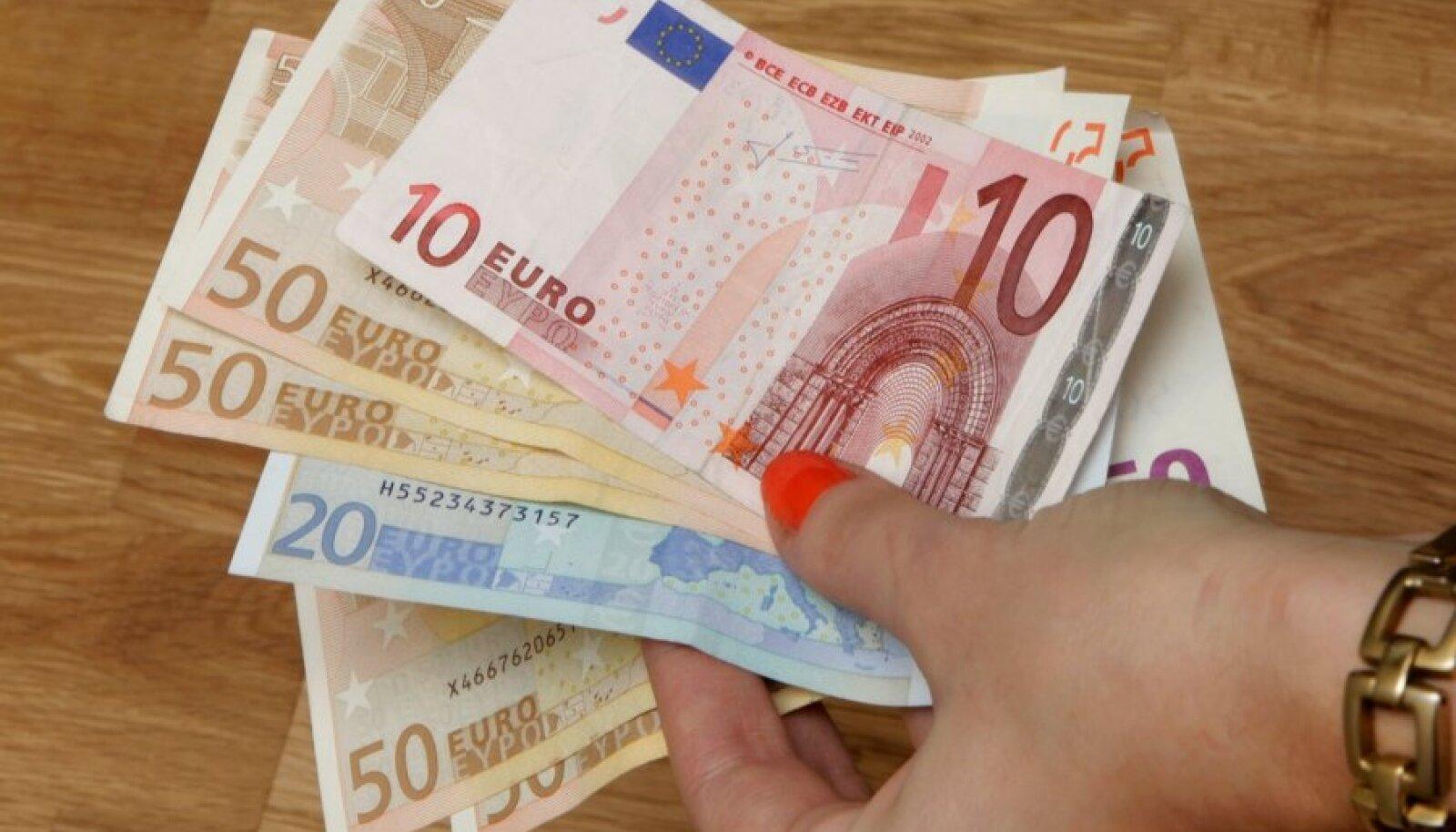 Noorte palgasoov on üle 800 euro.