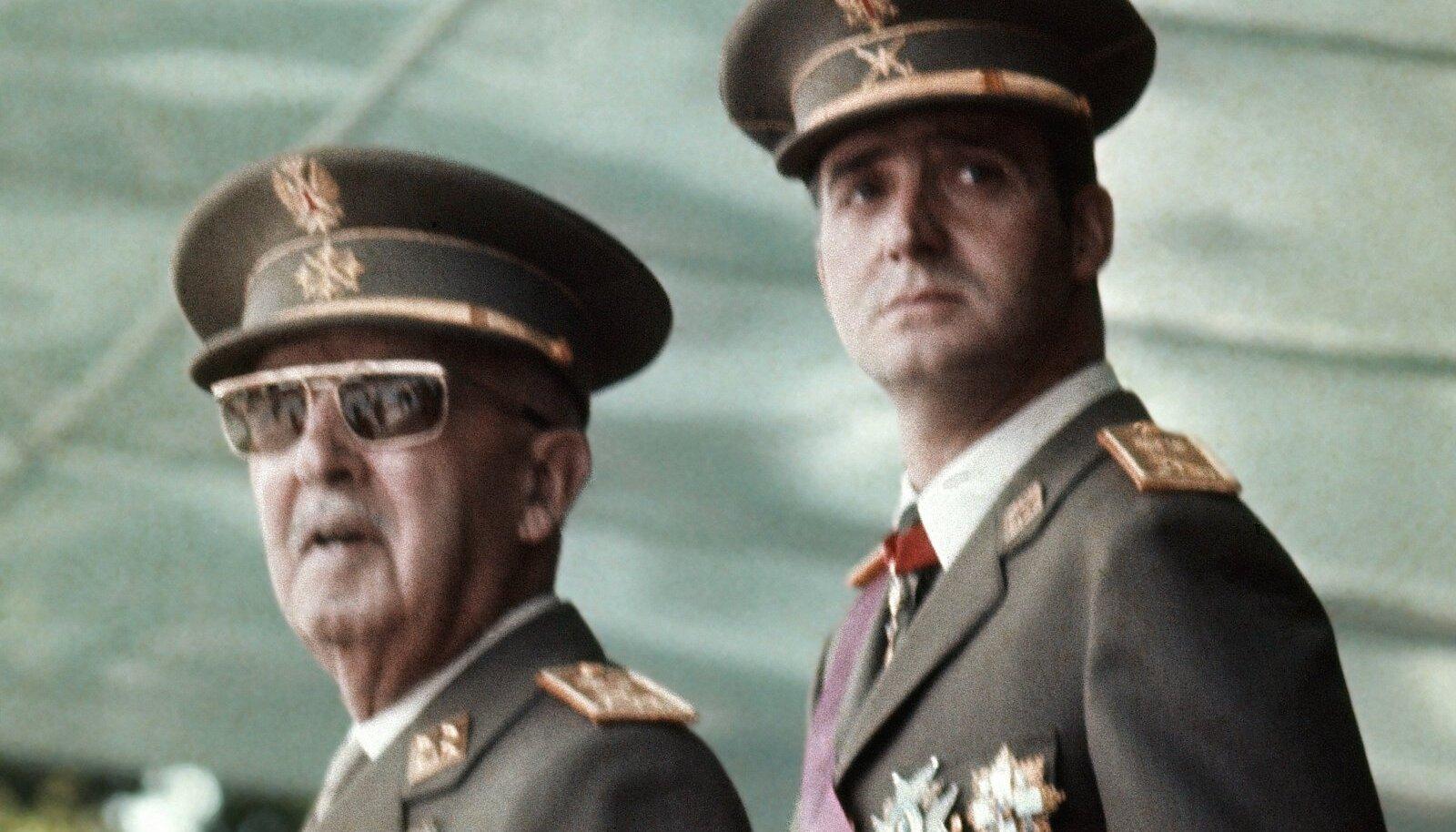 Tulevane kuningas Juan Carlos (paremal) ja diktaator Francisco Franco 1973. aastal