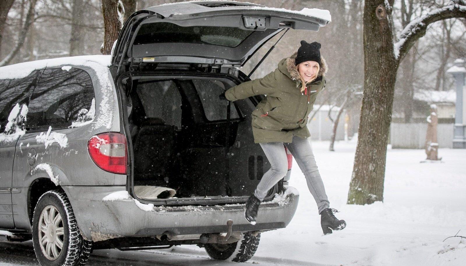 Laura Kõrvits ja tema Chrysler Grand Voyager
