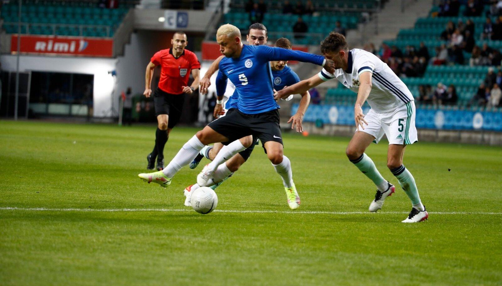 Eesti koondis sai teise kaotuse järjest. Seekord jäi puudu rünnakuteravust. Eelkõige viimases söödus, nii et pall ei jõudnud ründajateni (pildil Erik Sorga) ohtlikus positsioonis.