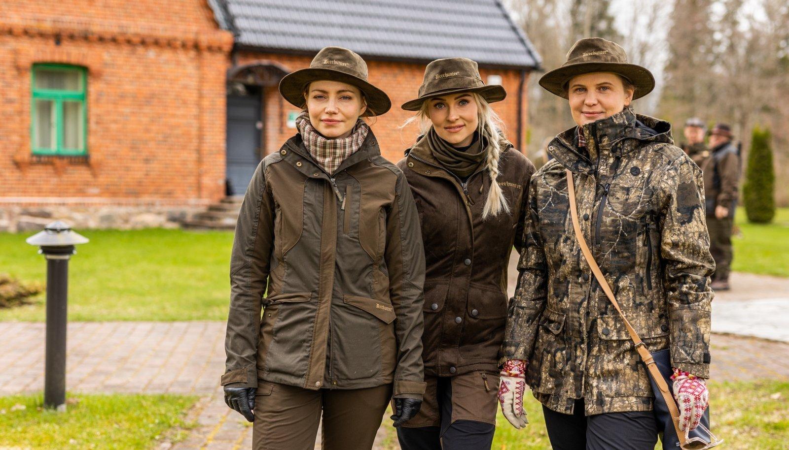 """KOLME SÕBRANNAT, kellega hakkab juhtuma, mängivad Mirtel Pohla, Grete Kuld ja Harriet Toompere. """"Jahihooaega"""" on nimetatud ka naiste """"Klassikokkutulekuks"""", sest stsenaarium on adapteeritud samadelt autoritelt. Taani versiooni eestindas Martin Algus. """"Jahihooaeg"""" esilinastub kinodes 5. detsembril."""