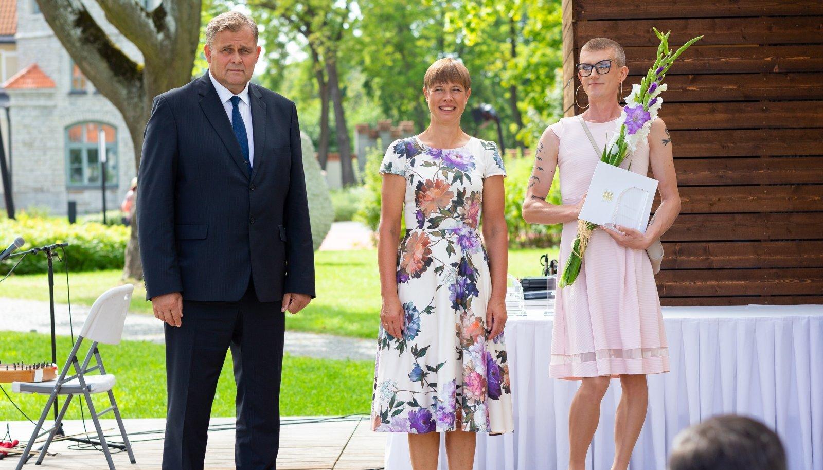 Üks kõnekamaid žeste Kersti Kaljulaidi töös oli vägivallaennetuse auhinna andmine kleidis ja stilettodes Mihkel Pärnitsale.