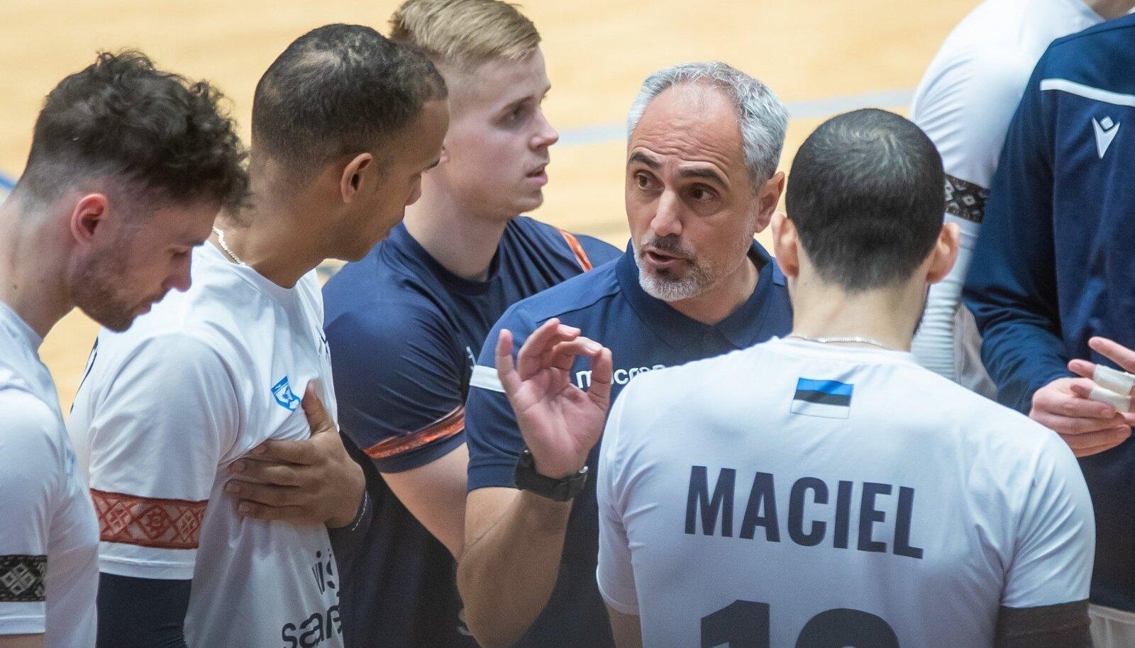 Saaremaa Võrkpalliklubi võitis kodus kindlalt RTU/Robežsardze 3:0 (25:22, 25:15, 25:15) ja sellega mängitakse Credit24 Meistriliiga finaalturniir taas Kuressaares.Saaremaa spordisõber