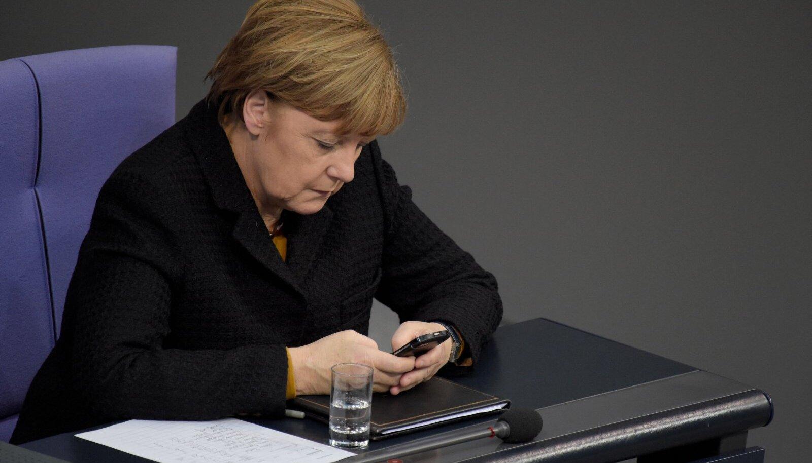 Töö käib. Angela Merkel 2015. aastal Bundestagis.