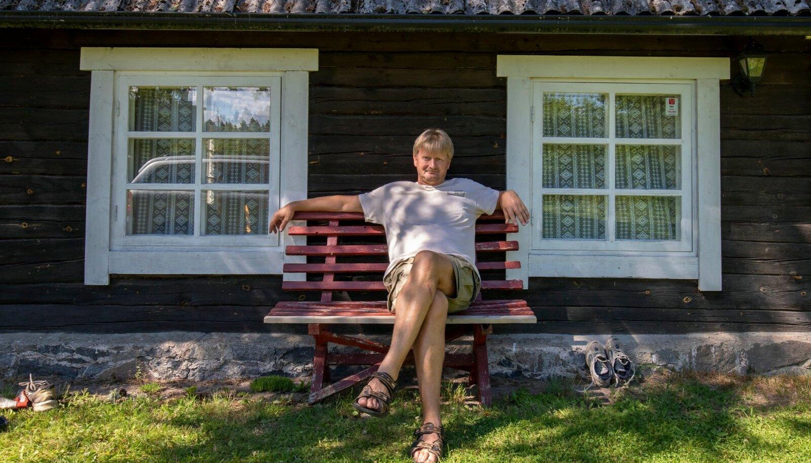 Garri Raagmaa oma maakodus. Ta ennustab, et järjest enam Eesti inimesi otsib endale ka maakodu.