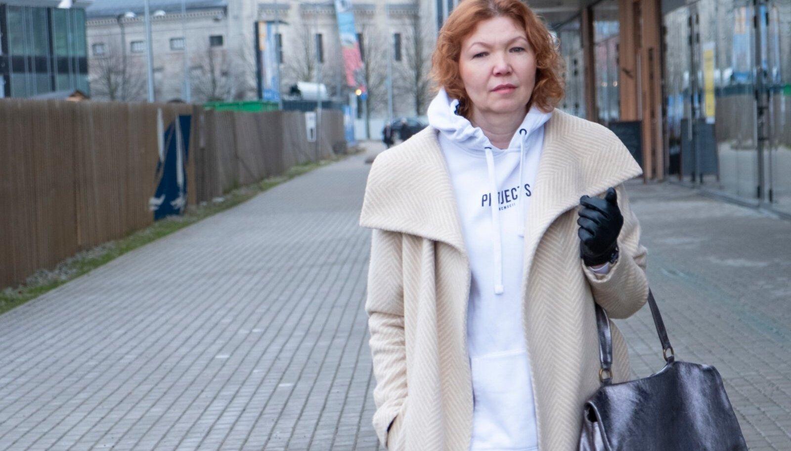 Moedisainer Natalia (40+) ja moetoimetaja Anne (60+) leiavad, et dressipluus sobib nende tavarõivastusse küll!
