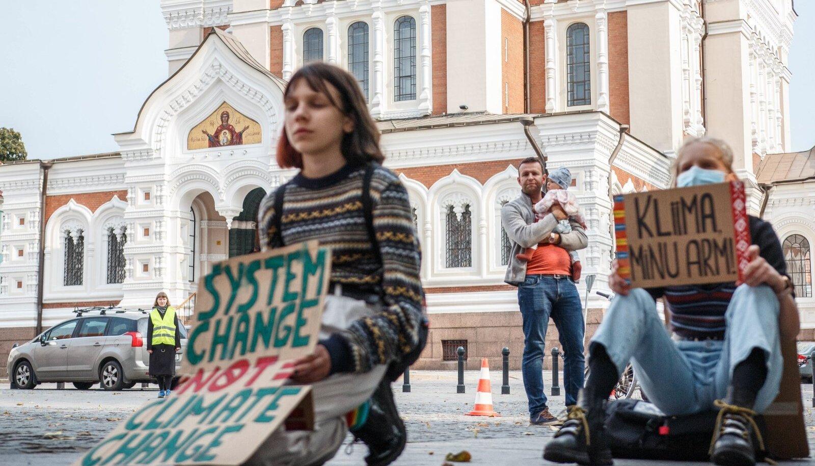 Noored kutsusid kliimamuutuse vastu võitlemiseks teadlasi kuulama