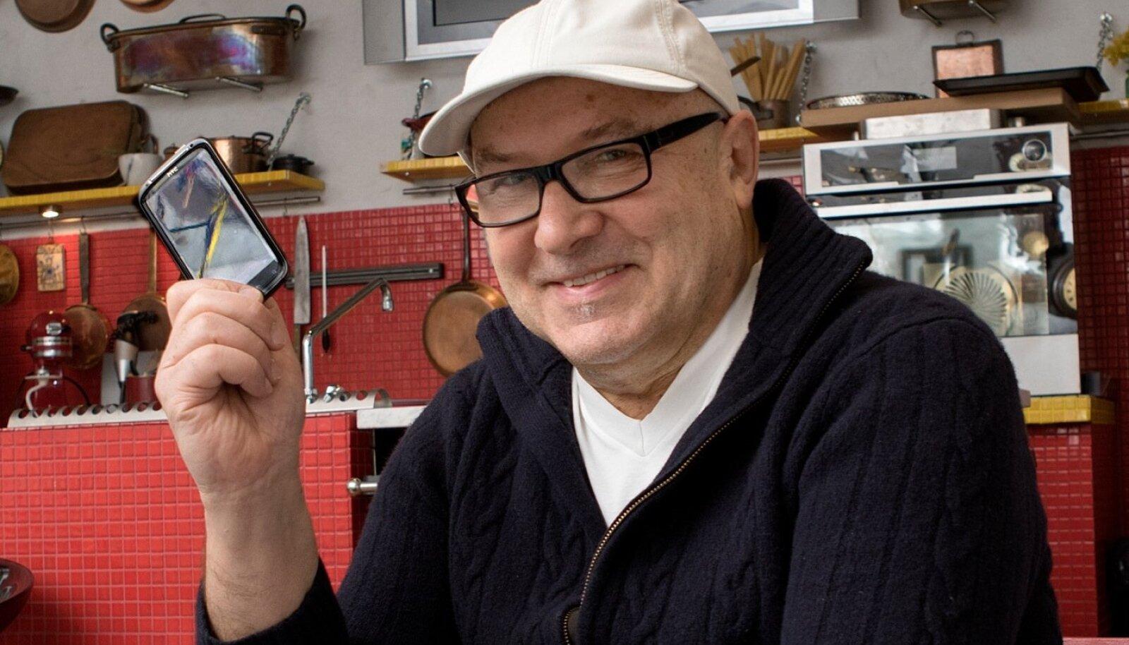 Tippkokk Dimitri Demjanov ütleb, et tegelikult ei kujutaks ta oma elu telefonita enam ettegi. Elutempo on läinud nii kiireks, et ärimaailmas enam vanal moel asju ajada ei saa.