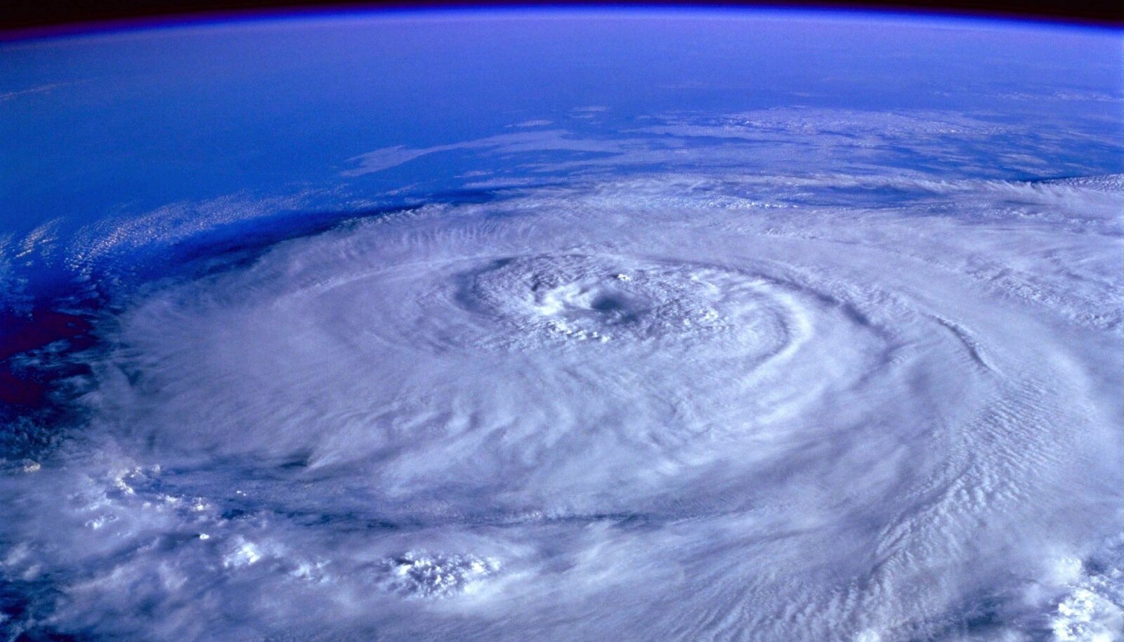 Illustratiivsel eesmärgil: Maal möllav orkaan kosmosest vaadelduna (Foto: Pixabay / David Mark)