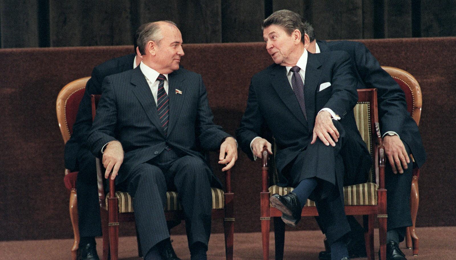 Gorbatšov ja Reagan 1985. aastal Genfis