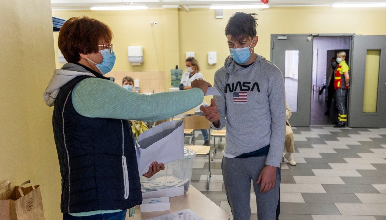 Koolimajades korraldati vaktsineerimisi juba augustis, ent paljud õpilased pole senini kaitsesüsti saanud.