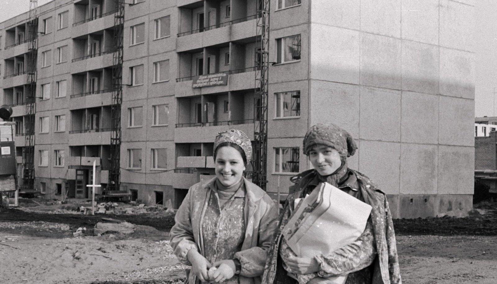 """Lasnamäe I mikrorajooni hakati ehitama 1973. aastal. Esialgu ehitati vanamoodsamaid paneelmaju, hiljem tulid uued """"brežnevkad""""."""